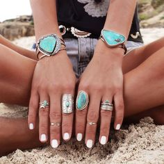 Turquoise Jewelry Outfit Boho jewelry // Rings, bracelet, necklace, earrings flash tattoos // Bohemian style silver and turquoise // Bronze and Gold Jewellery // For Gypsy wanderers Free Spirits // GypsyLovinLight Fashion Bracelets, Fashion Jewelry, Fine Jewelry, Gold Jewellery, Jewelry Rings, Jewlery, Jewelry Making, Jewelry Holder, Silver Jewelry