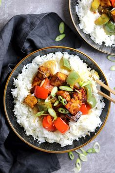 "Tofu with Stir Fried Peppers, rice and spring onions | the Last Food Blog. ""This sesame tofu is bursting with flavor! With crispy tofu in a sticky, sweet sauce with peppers. Ditch the take-out this weekend and make this instead!"" #tofu #vegan #stirfry #bellpeppers #recipe #sesame #sesameoil #Maruhon Recipes Using Tofu, Pork Recipes, Veggie Recipes, Lunch Recipes, Seafood Recipes, Healthy Recipes, Delicious Recipes, Appetizer Recipes, Tasty"