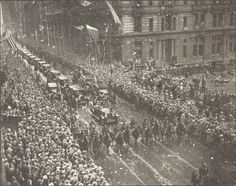 The welcoming of Queen Marie of Romania in New York, Romania People, Old Photographs, History Facts, City Photo, Brain, Queen, York, Pictures, Photography