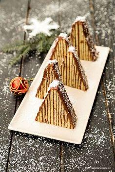 Prajitura Carpati cu crema de ciocolata este deliciul pe care vi-l propun pentru sarbatorile ce bat la usa. Multe gospodine Gimme Some Sugar, Cake Recipes, Dessert Recipes, Romanian Food, Christmas Sweets, Mini Cakes, Caramel, Deserts, Food And Drink