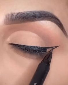 eye makeup tutorial videos GORGEOUS look by makeupbybrooktiffany using our Under The Sea Palette Black Liquid Kyliner Concealer: Himalaya. Makeup Eye Looks, Eye Makeup Steps, Smokey Eye Makeup, Skin Makeup, Eyebrow Makeup Tips, Makeup Tips Video, Makeup For Eyebrows, Hair And Makeup, Makeup Tutorial Videos