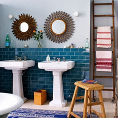 Eclectic bathroom with teal brick tiles. It looks thrown together but thought-out all at the same time. The bright teal blue, brick-shaped tiles provide a solid focus point, while the accessories are a little chaotic and fun. Blue Subway Tile, Ceramic Subway Tile, Blue Tiles, Room Wall Colors, Bathroom Colors, Turquoise Bathroom, Turquoise Tile, Eclectic Bathroom, Modern Bathroom