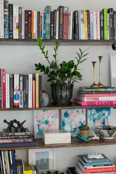 Vary the heights and shapes of the objects displayed on your #bookshelf to keep it interesting!