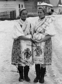 Vernar - zeny5 Folk Costume, Costumes, Two Ladies, Heart Of Europe, Folklore, Old Photos, Culture, History, Country