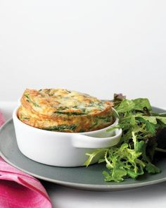 Spinach Frittata with Green Salad by Martha Stewart. You can add fresh herbs, chopped cooked vegetables, or cubed ham to this lightened-up frittata. Strata Recipes, Egg Recipes, Brunch Recipes, Cooking Recipes, Healthy Recipes, Breakfast Recipes, Cooking Eggs, Frittata Recipes, Brunch Dishes