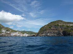 Nave, La Baia di Sorgeto (Terme)→Sant'Angelo, Isola Ischia Italia (Maggio)