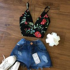 • NEWS • Saia Jeans Destroyed✨TAM.36 e 38✨$60 Croped Bengaline✨Varias Estampas✨$30 Girls Fashion Clothes, Teen Fashion Outfits, Dope Outfits, Swag Outfits, Cute Casual Outfits, Cute Girl Outfits, Stylish Outfits, Summer Outfits, Really Cute Outfits