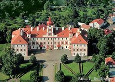 Royal Residence, Medieval Castle, Central Europe, Amazing Pictures, Czech Republic, Prague, Vacation, House Styles, Inspiration