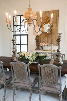 Incredible Fancy French Country Dining Room Design Ideas - Page 22 of 50 - Inspiring Bathroom Design Ideas French Country Dining Room, Living Room Decor Country, Farmhouse Dining Room Table, Dining Room Table Decor, French Country Decorating, Dining Room Design, Country French, French Dining Rooms, French Cottage