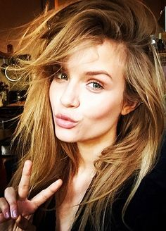 How to take the perfect supermodel selfie (VERY important info with Labor Day weekend coming up...)