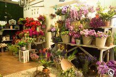 ¿Te gusta la jardinería pero no tienes tiempo para darle mantenimiento? Con nuestras flores artificiales nadie se dará cuenta que no pasas horas cuidando tu jardín.