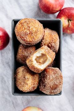 Vegan apple butter filled cinnamon sugar fried doughnuts – super easy recipe, perfect for holiday parties, thanksgiving or an autumn breakfast! Healthy Vegan Dessert, Vegan Dessert Recipes, Donut Recipes, Vegan Treats, Vegan Foods, Vegan Baking Recipes, Healthy Recipes, Healthy Baking, Autumn Recipes Baking