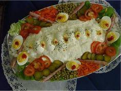 Huzarensalade Appetizer Sandwiches, Appetizers, Tomato Pie, Dutch Recipes, Bread Rolls, Bon Appetit, Tapas, Catering, Sushi