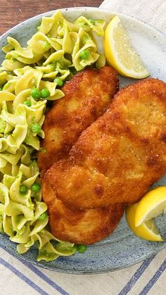 The classic Austrian dish gets an upgrade with a creamy pesto sauce and scrumptious egg noodles. The classic Austrian dish gets an upgrade with a creamy pesto sauce and scrumptious egg noodles. Schnitzel Recipes, Chicken Schnitzel, Schnitzel With Noodles Recipe, Wiener Schnitzel, Creamy Pesto, Pesto Pasta, Plats Ramadan, Chicken Kitchen, Healthy Food Recipes