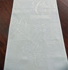 Google Image Result for http://www.afrenchtablecloth.com/images2008/alpw-white-table-runner.jpg