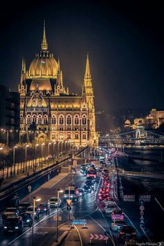 *🇭🇺 Budapest traffic on a damp night (Hungary) by Vagelis Pikoulas copy from rainy, check others 🏙 Places Around The World, Travel Around The World, Around The Worlds, Capital Of Hungary, Budapest Travel, Visit Budapest, Hungary Travel, Belle Villa, Night City