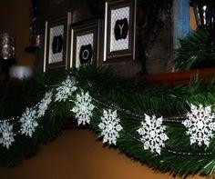 Hanging 2015 Christmas DIY Snowflake Crochet Garland Pattern - Christmas Decor, Photo Frame