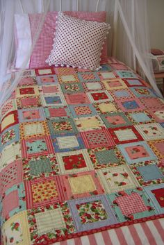 Quick and easy patchwork quilt -Pattern Free Crazy Quilting, Patchwork Quilting, Scrappy Quilts, Easy Quilts, Quilting Tips, Quilting Projects, Quilting Designs, Hand Quilting, Machine Quilting