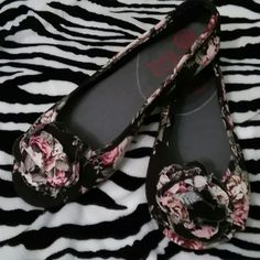 Big Buddha..final price Black floral fabric..peep toe..excellent condition Big Buddha Shoes Flats & Loafers