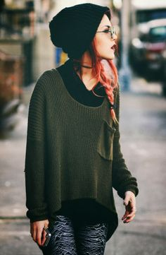 Oversized Dark Green Sweater With Cozy Beanie