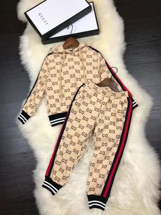 Trendy baby outfits for boys swag shops Ideas Gucci Baby Clothes, Designer Baby Clothes, Cute Baby Clothes, Gucci Outfits, Baby Boy Outfits, Baby Girl Fashion, Fashion Kids, High End Fashion, Baby Shorts