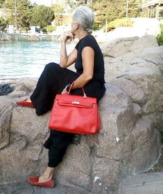 notice you can wear black to hide things, but go crazy with colours with bag & shoes.. and lipstick :)