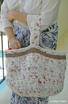 Upcycling Plastic Bags: Crochet a Reusable Shopping Bag from Plarn