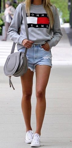 Summer outfit | How to wear a sweater in summer | Sweater with short | Jeans short | Converse sneakers | What to wear in summer | More on Fashionchick