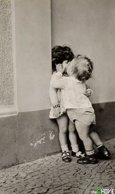 Black and White Vintage Photography: Take Photos Like A Pro With These Easy Tips – Black and White Photography Old Photos, Vintage Photos, Foto Picture, Flirty Texts, Cindy Sherman, First Kiss, Funny Love, Kiss Funny, Kiss Me