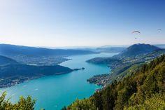 Le Lac d'Annecy vu depuis le Col du Forclaz © Samuel Borges Photography / Shutterstock.com http://www.tourisme.fr/2837/office-de-tourisme-annecy.htm