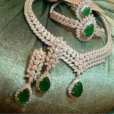 Parure set @kharide_aroos_khanoom -  @talahaye_man Indian Jewelry Sets, Indian Wedding Jewelry, India Jewelry, Bridal Jewelry, Black Diamond Bracelet, Diamond Necklace Set, Emerald Jewelry, Gold Jewelry, Emerald Pendant