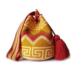 $49.90-$52.90 #Wayuubags. These double thread small mochila bag are perfect for carrying around a few items such as your phone, wallet and a few other necessities. All Wayuu bags come with a handwritten postcard, and little gift. The time required to elaborate a Wayuu Mochila varies from 4-7 days. www.lombiaandco.com Tapestry Bag, Tapestry Crochet, Gifts For Young Women, Mochila Crochet, Crochet Purses, Phone Wallet, Plastic Canvas Patterns, Knitted Bags, Beautiful Bags
