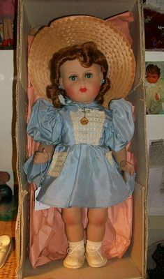 Magnifique poupée Bella en boîte d'origine, chaussures, robe, médaille d'origine, années 50.
