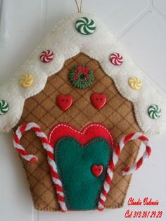 You can start at the pace you want and receive support during the course of the process, finally you will enjoy greater flexibility and economic freedom. Gingerbread Christmas Decor, Gingerbread Crafts, Gingerbread Decorations, Handmade Christmas Decorations, Felt Decorations, Felt Christmas Ornaments, Diy Christmas Gifts, Christmas Projects, Felt Crafts