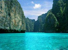 acantilado con mar azul