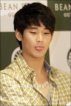 [May 27th 2012] Kim Soo Hyun (김수현) on BEAN POLE OUTDOOR Fan Signing Event at…