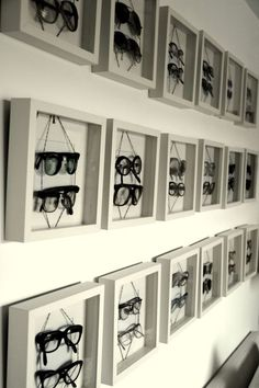 sunglasses display The original source commented on the difficulty of display of eyewear while documenting this Eyewear in Shadowboxes Frame approach Visual Display, Display Design, Store Design, Booth Design, Banner Design, Design Garage, Optometry Office, Decoration Vitrine, Optical Shop