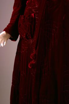 cf58c5fd77 1940S Fabulous french haute couture crimson silk velvet quilted bath robe