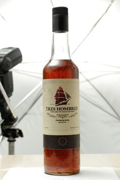 Gotta try this // Tres Hombres - fairtrade rum. Best rum of the world! Pirate Drinks, Vodka, All You Need Is, Good Rum, Rum Bottle, Ron, Alcoholic Drinks, Beverages, Cocktails