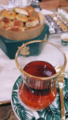 and Drink drawings Arabic Tea, Arabic Food, Aesthetic Coffee, Brown Aesthetic, Body Art Photography, Coffee Photography, Snap Food, My Dairy, Honey Syrup