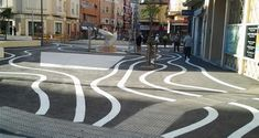 Serpentine white stripes cross the plaza of Pío XII in Alicante, Spain.  The design is not popular with neighbors or merchants. - photo from diarioinformacion (11/12/13)