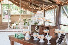 Historic shady lane wedding photographer - Historic Shady Lane greenhouse wedding - Maria Silva Goyo Photography - Exquisite wedding cakes arrangement