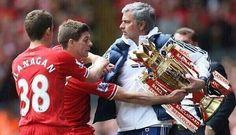 Jose Mourinho zabiera puchar z rąk Stevena Gerrarda • Wesołe obrazki w piłce nożnej • Jose Mourinho kradnie ważny puchar • Zobacz >> #liverpool #football #soccer #sports #pilkanozna #funny