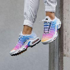 Nike Shoes OFF! Nike Wmns Air Max Plus Gradient Pack Frauenschuh weiß / pink Nike Air Max Plus, Nike Air Max Tn, Tn Nike, Pink Nike Air Max, Moda Sneakers, Best Sneakers, Air Max Sneakers, Sneakers Fashion, New Nike Sneakers