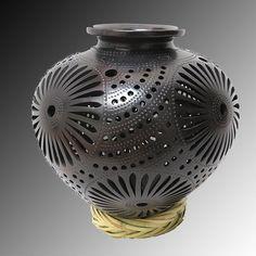 Precioso jarrón decorativo de barro negro. #Barro #Negro #Black #Pottery #Mexico…