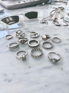 Grunge Accessories, Grunge Jewelry, Jewelry Accessories, Stylish Jewelry, Cute Jewelry, Fashion Jewelry, Hand Jewelry, Jewelry Rings, Jewelery