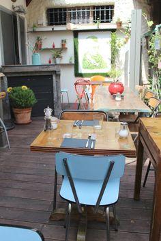 Planqué en plein coeur de #Biarritz, Chez Modjo est un excellent bar bistro tapas. Ambiance comme à la maison et déco ultra cosy. Plus d'infos ici : http://kindabreak.com/chez-modjo-biarritz-bar-bistrot-tapas/