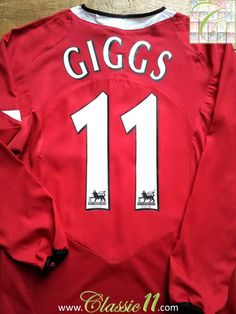 Relive Ryan Giggs' 2004/2005 Premier League season with this vintage Nike Manchester United home long sleeve football shirt.