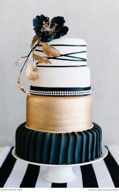Gold and Black wedding cake! Photographer: Debbie Lourens Photography | Cake : La Petite Patisserie |