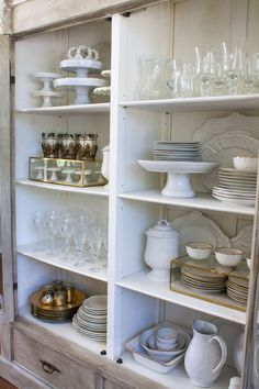 How to style your china cabinet. China Cabinet Essentials A set of white dishes {dinner plates, salad plates, bowls} Set of glassware {stemware China Cabinet Decor, Dish Cabinet, China Cabinets, Hutch Cabinet, Dish Display, China Display, Displaying China, Ideas Para Organizar, White Dishes